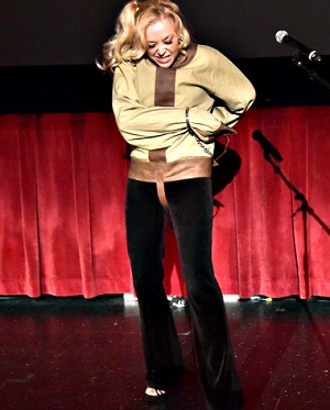 dorthy dietrich performing straightjacket escape