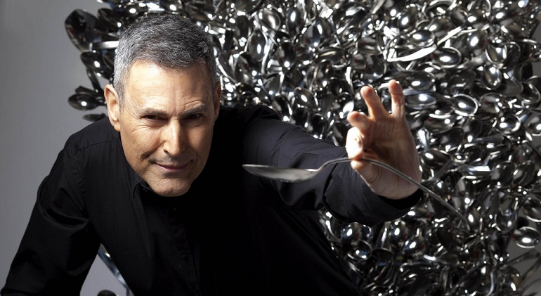 uri geller showing spoon